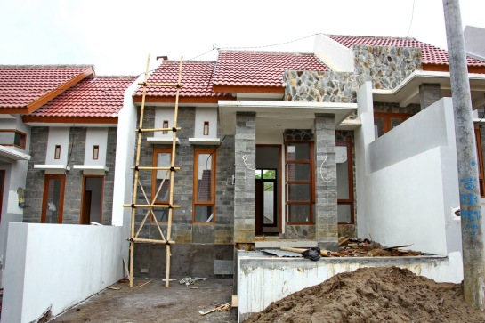 This House using Elabana Roof Model ( Rumah ini menggunakan model genteng Elabana )
